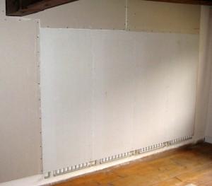 Die Trockenbau-Elemente können nachträglich auf bestehende Wände und Dachschrägen aufgesetzt werden und verwandeln diese in Wohlfühlflächen.